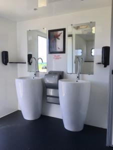 Lavabo caravane sanitaire vip
