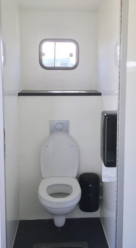 Location de caravane sanitaire v i p pour un espace design - Cabine de douche pour caravane ...